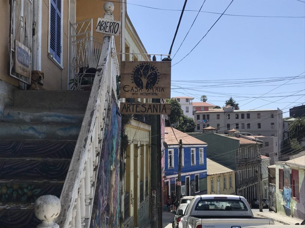 A complete guide to Valparaíso: Sunny summer day in Valpo.