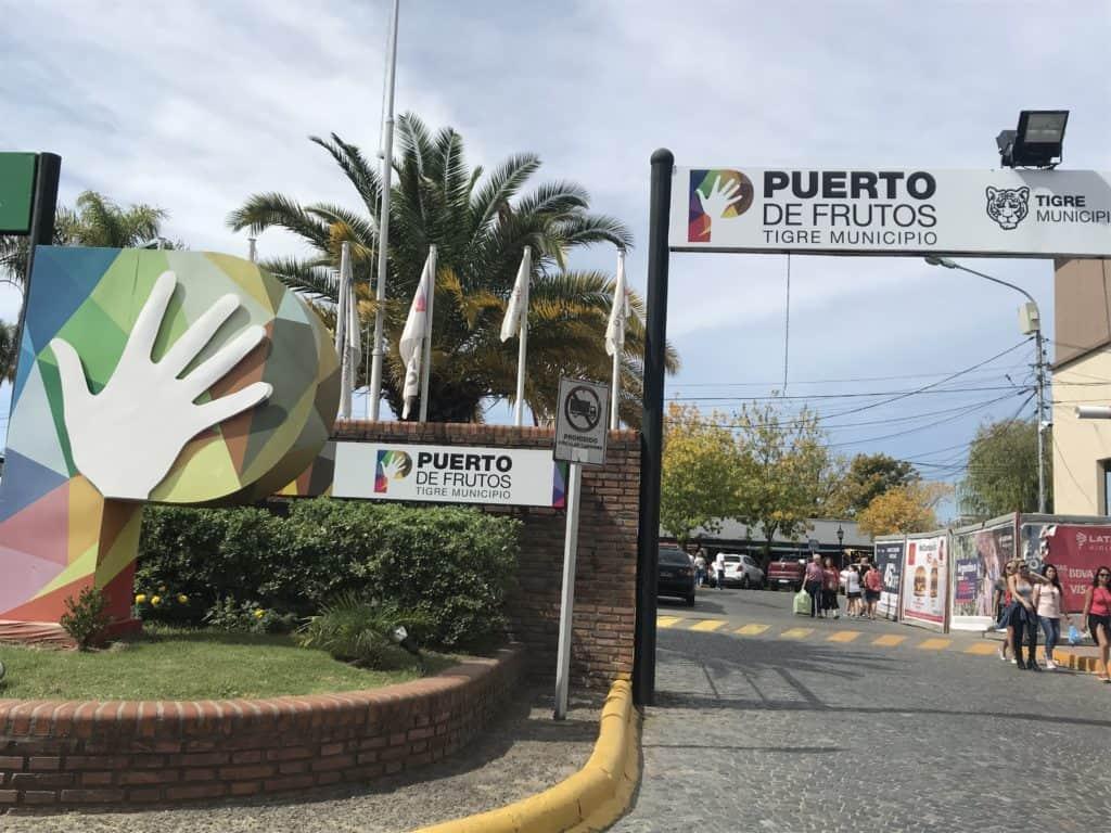 Entrance to Puerto de Frutos market.