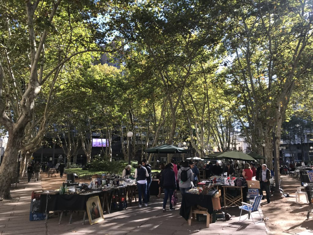 There are a variety of flea markets in Montevideo.