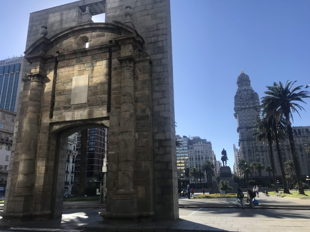 The gate in Plaza de Independencia.