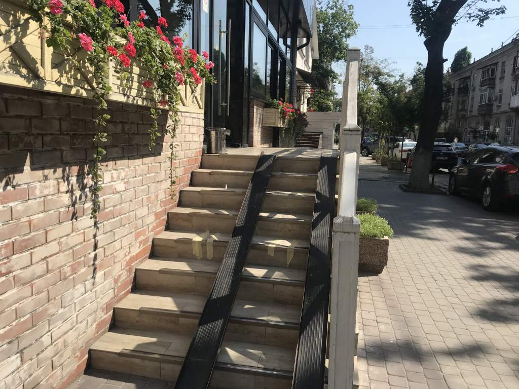 A wheelchair ramp at Andy's Pizza.