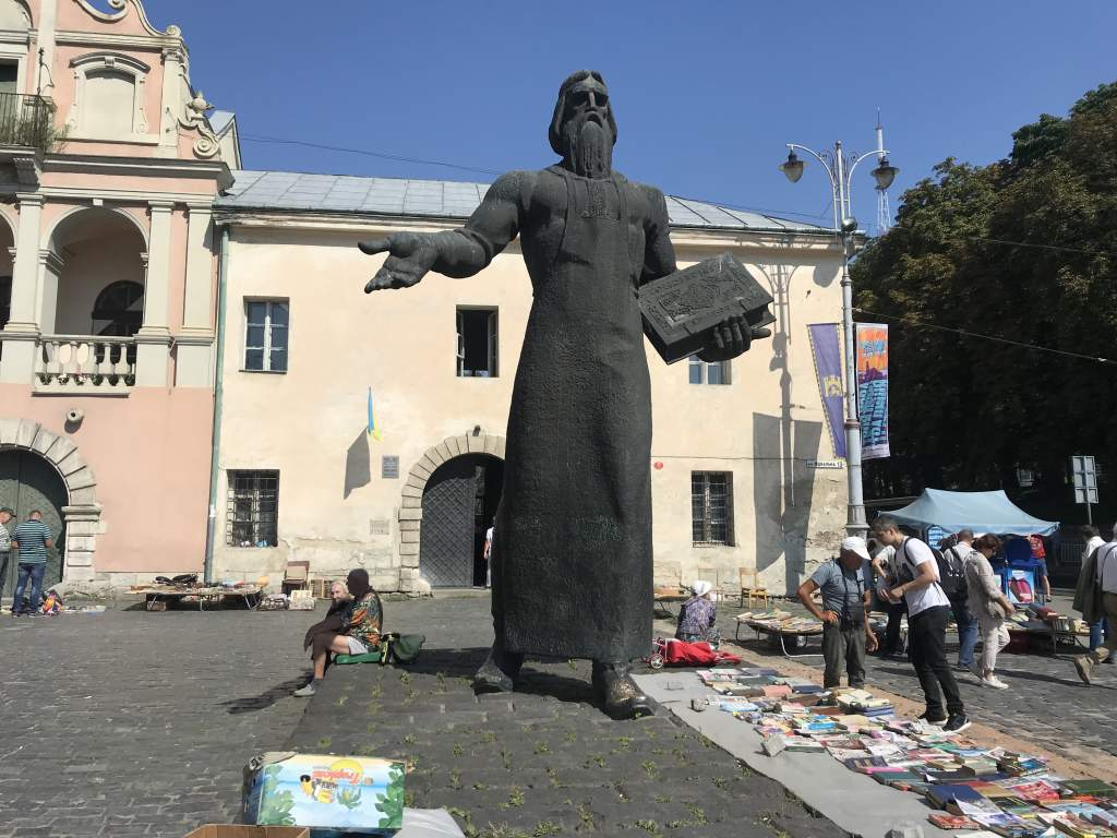 The Fedorov statue with book sellers around him.