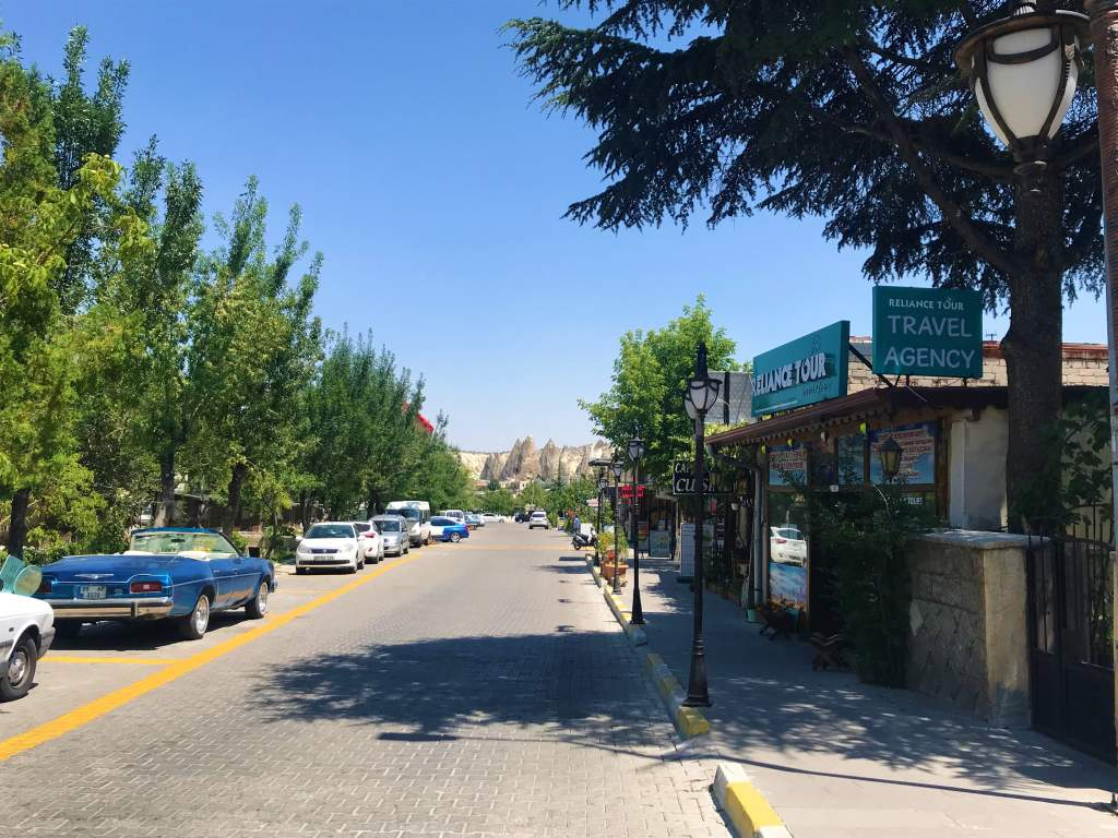 A view of a flat street in Göreme town.