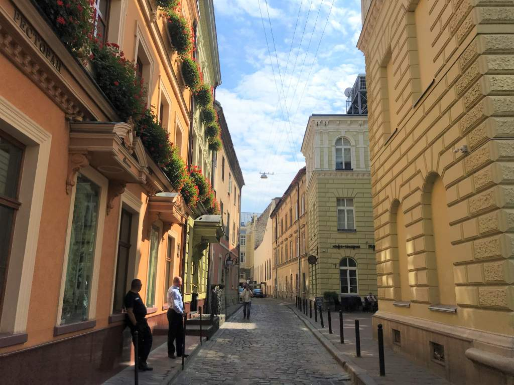 A narrow street in Lviv that make wheelchair accessibility difficult.
