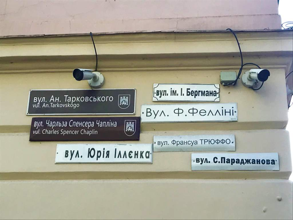 Here you can read the seven street signs nailed to the building.