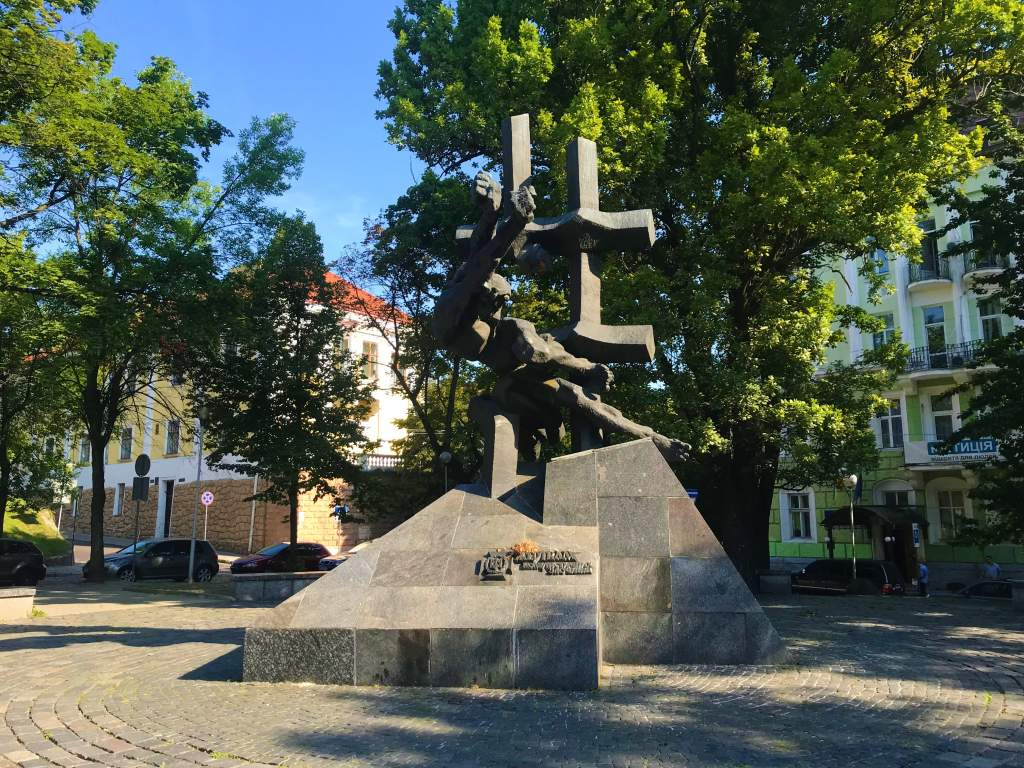 The Monument to the Victims of Communist Crimes.