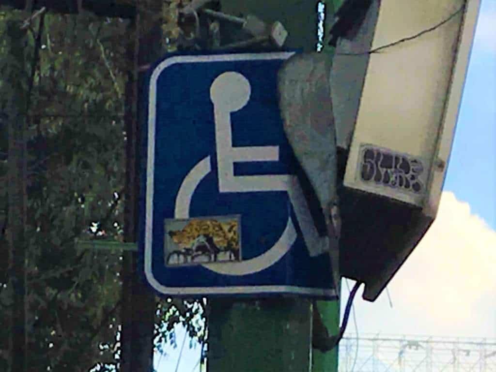 A broken wheelchair sign in Mexico City.