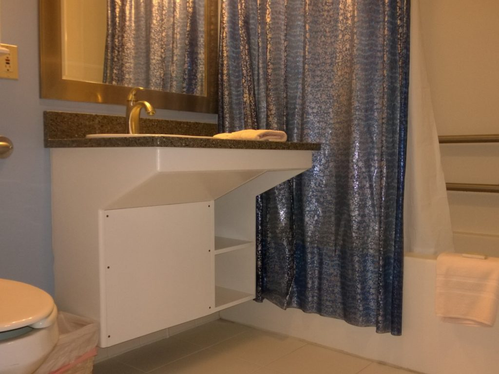 Accessible bathroom at the Sandpeddler Inn and Suites.