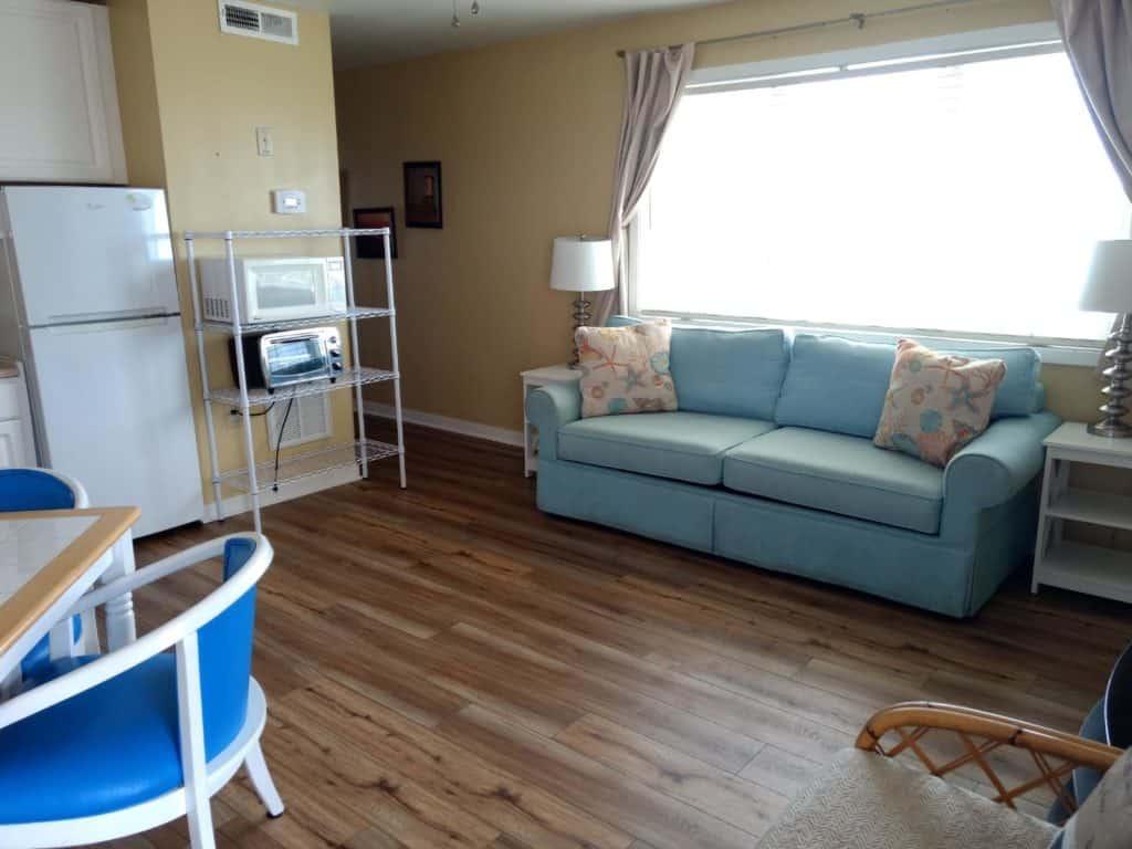 Living room at Sandpeddler Inn and Suites.
