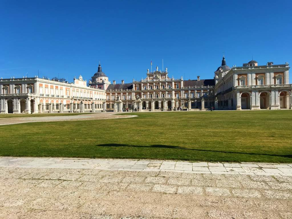A view of the front of the Aranjuez Palace.