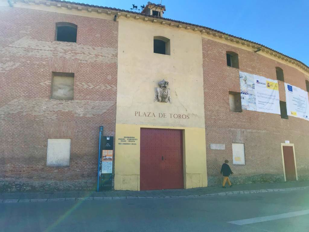 An outside view of the Aranjuez Bullring.