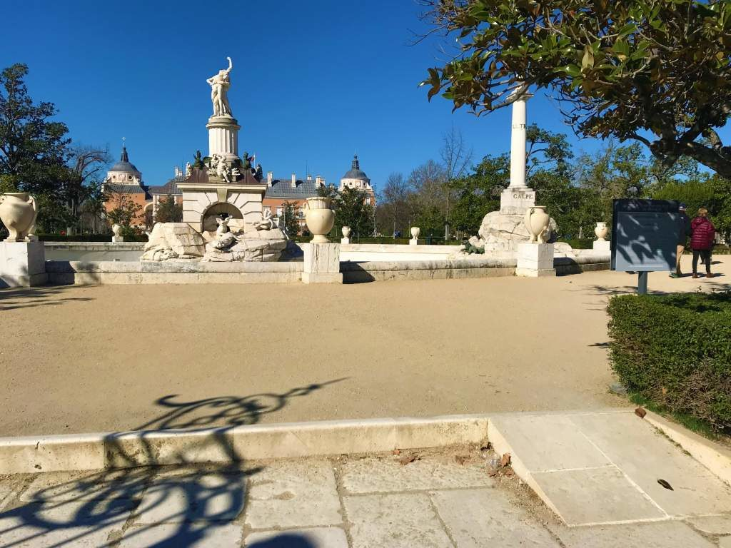The wheelchair accessible entrance to the Jardín del Parterre located behind the Aranjuez Palace.
