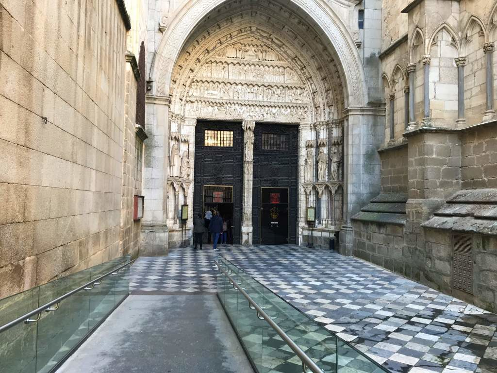 The wheelchair accessible entrance to the Toledo Cathedral.