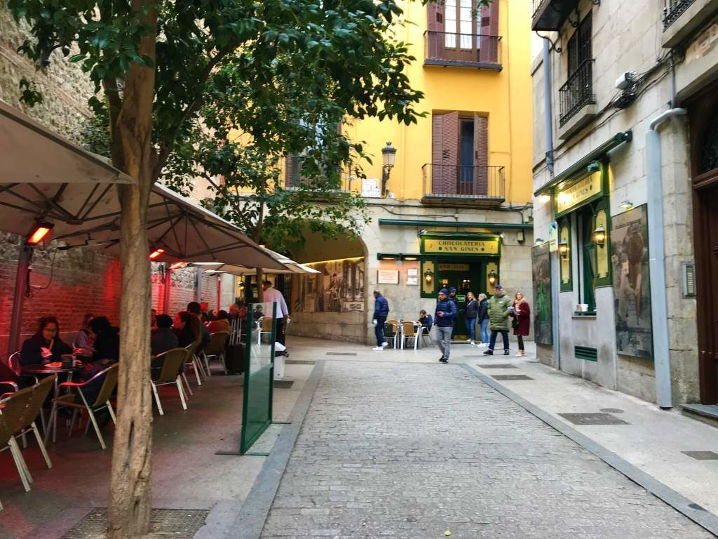 Outdoor wheelchair accessible seating at Chocolatería San Ginés in Madrid.