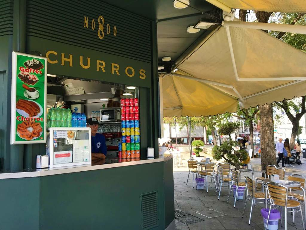 The stand and outdoor seating at Churrería Los Especiales.
