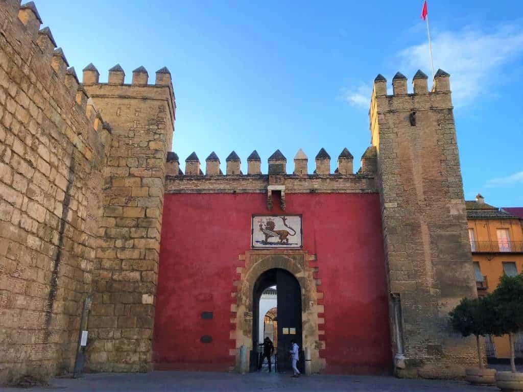 The entrance to the Alcázar.