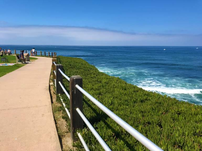 An ocean view path leading to La Jolla Cove.