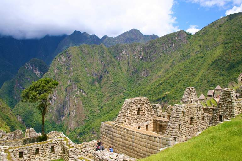 Mountains and ruins in Machu Picchu.