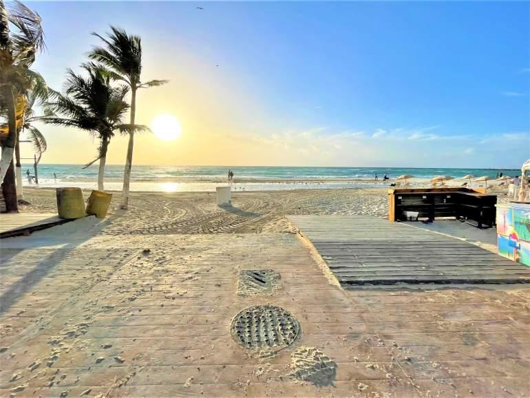 Wheelchair accessible ramp at Calle 4 N in Playa del Carmen.