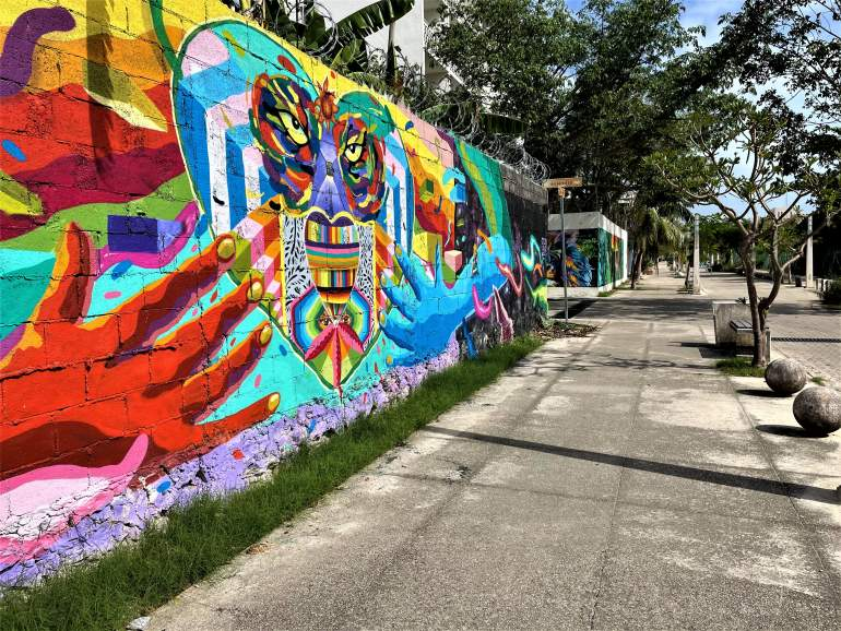 The more residential part of 5th Avenue is wheelchair accessible and has lots of street art.