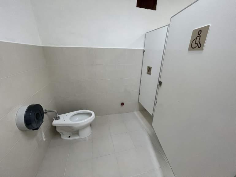 Wheelchair accessible bathroom in Valladolid.