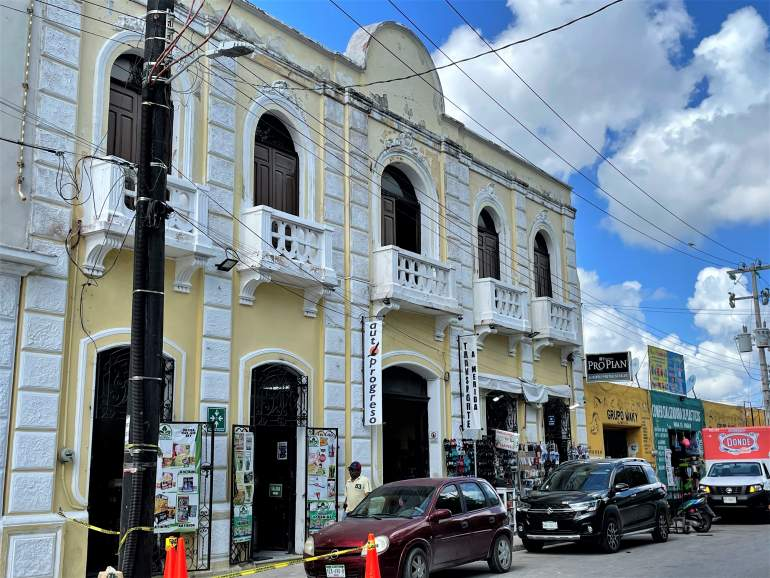Yellow Autoprogreso building.