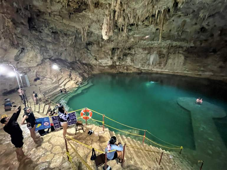 Middle platform overlooking the cenote.