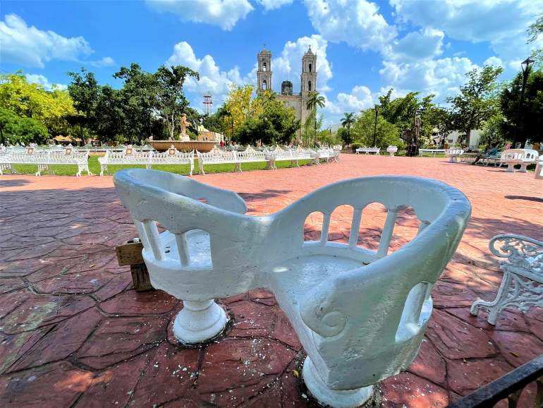 Love seats in the Valladolid plaza.