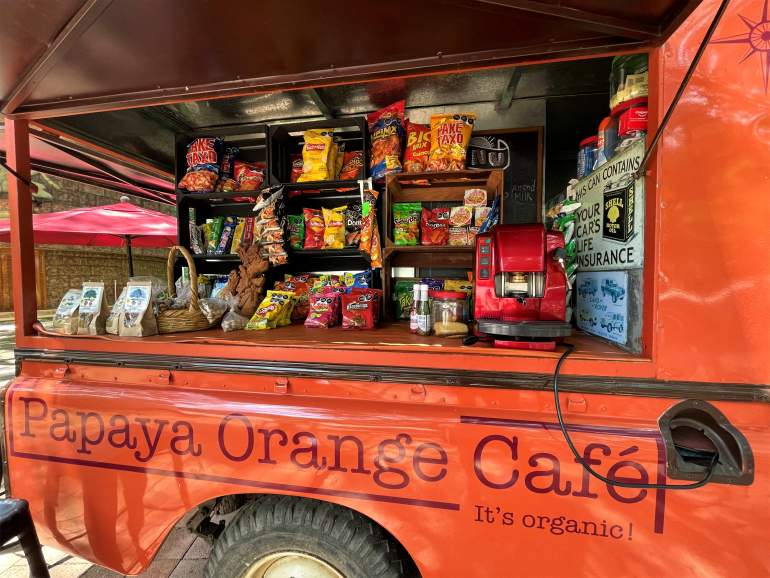 A snack truck near the Uxmal bus stop.