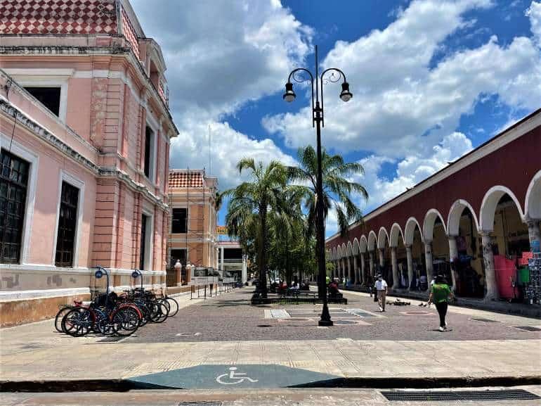 The wheelchair accessible entrance to Eulogio Rosado Park in downtown Merida.