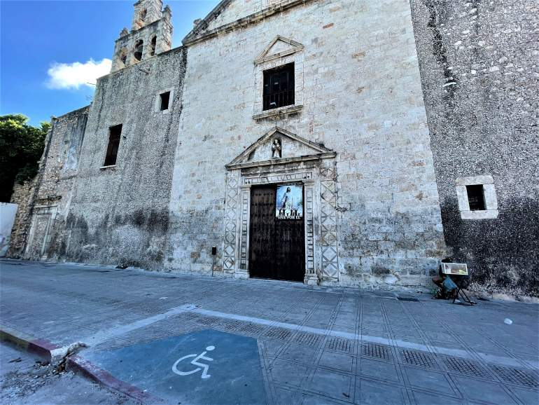 Wheelchair drop curb in front of a church in Merida.
