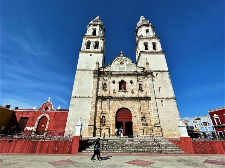 A front view of the Campeche Cathedral.
