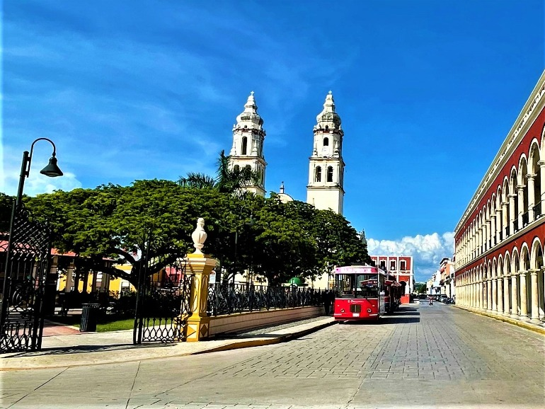 The entrance to Campeche's plaza, which has a flat entry.