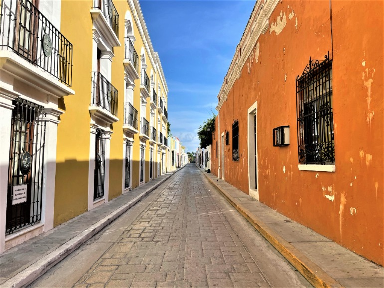 A narrow, one-way street in Campeche that isn't wheelchair accessible.
