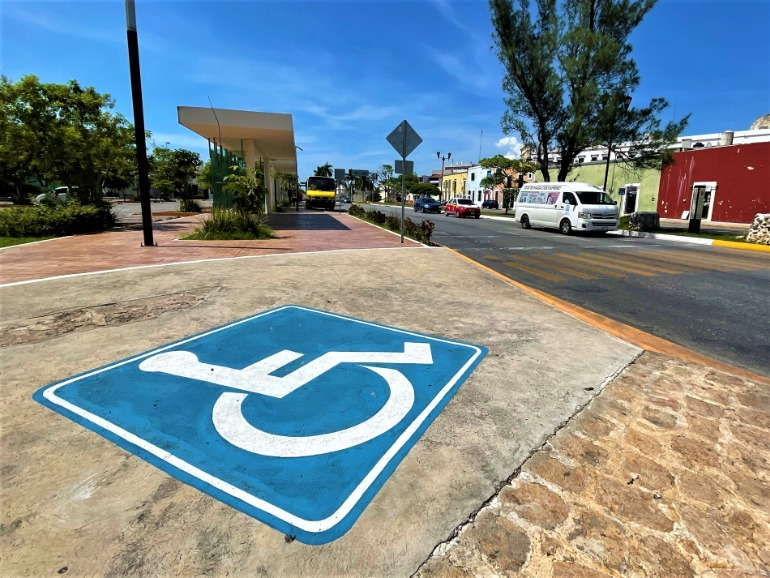 A wheelchair accessible sidewalk in the newer part of Campeche.